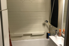 thumbs_bathtub-remodel-in-Milwaukee-BEFORE