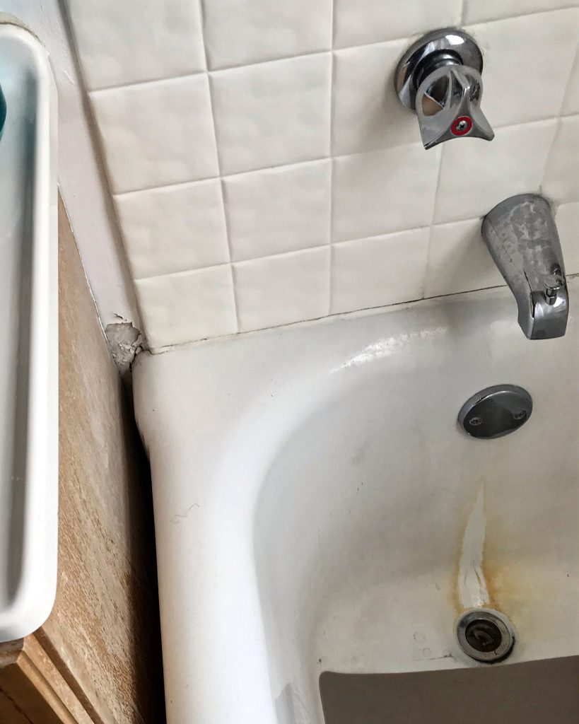 Before of Before of Cast Iron Bathtub Removal & Replacement in Milwaukee, WI